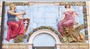 dettaglio della facciata dell'Hotel Hungaria